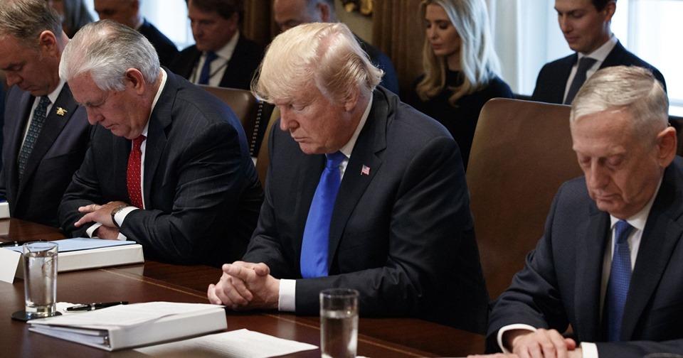 Tổng thống Mỹ Donald Trump là người Tin Lành cầu nguyện