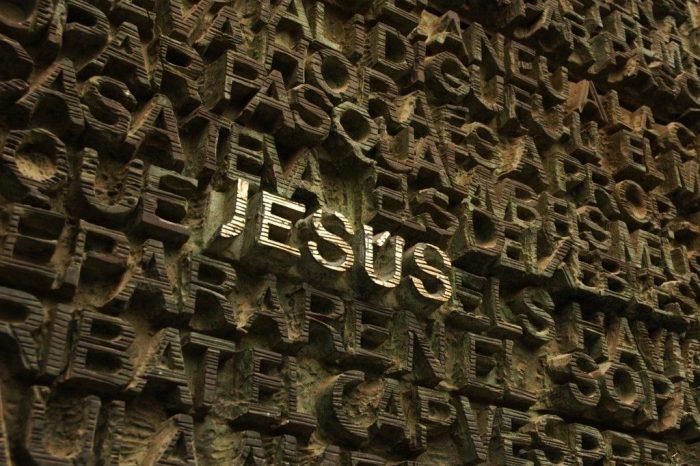 Chìa khóa 'Danh Jesus' trong tay bạn. Hãy mở mọi cánh cửa!